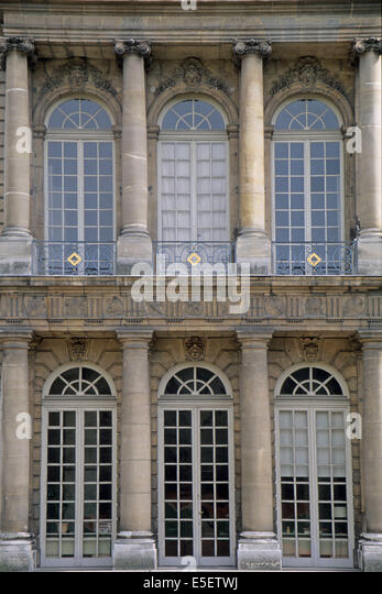 Metopes stock photos metopes stock images alamy for Le jardin moghol 53 rue vieille du temple