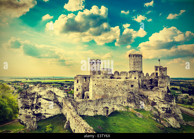 Ruins of a castle, Ogrodzieniec fortifications, Poland, vintage retro filter. - Stock-Bilder