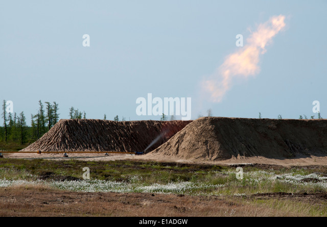 Natural gas exploitation by Severneftegazprom in the Yuzhno-Russkoye gasfield in the Russian tundra of Northwest - Stock-Bilder
