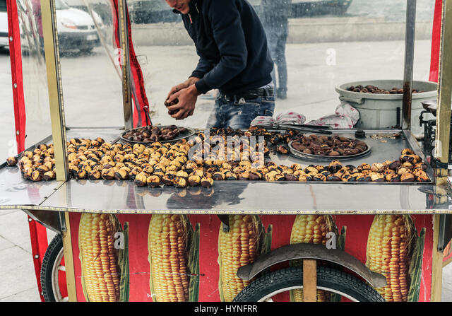 Roasted chestnut seller in Istanbul, Turkey - Stock Image