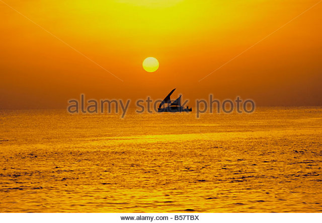 Traditional dhoni sailing boat at sunset, Maldives, Indian Ocean, Asia - Stock-Bilder