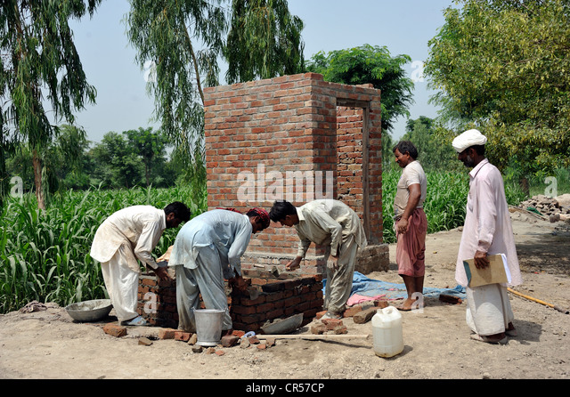 Construction of latrines for victimes of the flood catastrophe of 2010, Lashari Wala village, Punjab, Pakistan, - Stock Image