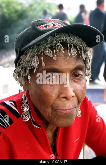 street portrait of trendy middle age women - Stock-Bilder