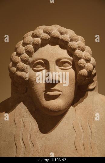Marble anthropoid sarcophagus. Graeco-Phoenician, Classical. 5th century BC. Necropolis of Kition. Cyprus. Head - Stock-Bilder