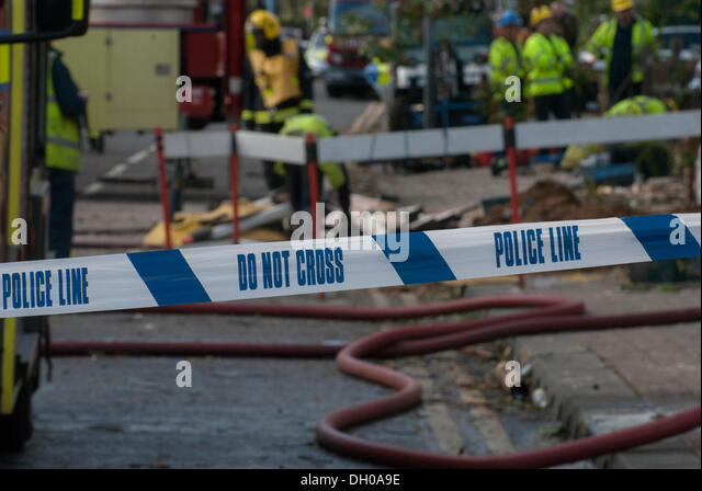 Hounslow, London, UK. 28th October 2013. Police corden at the scene of a gas explosion which destroyed three houses - Stock Image