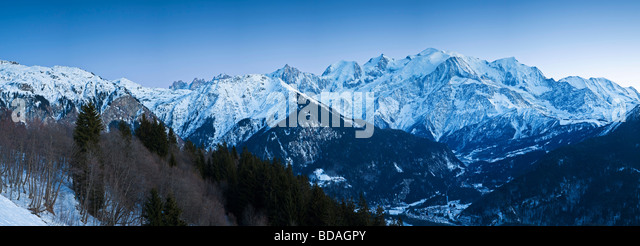 Chamonix Valley Mont Blanc and the Mont Blanc Massif range of mountains French Alps Haute Savoie France - Stock-Bilder