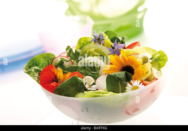 Mixed salad with edible flowers - Stock Image