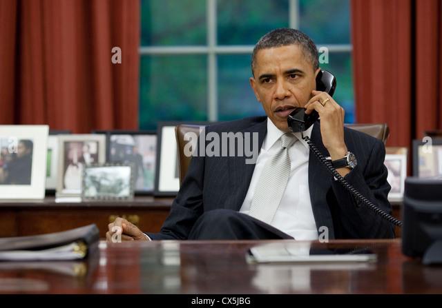 US President Barack Obama talks on the phone April 28, 2011 with Homeland Security Secretary Janet Napolitano and - Stock-Bilder