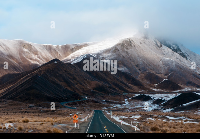 Paved mountain pass in rural landscape - Stock-Bilder