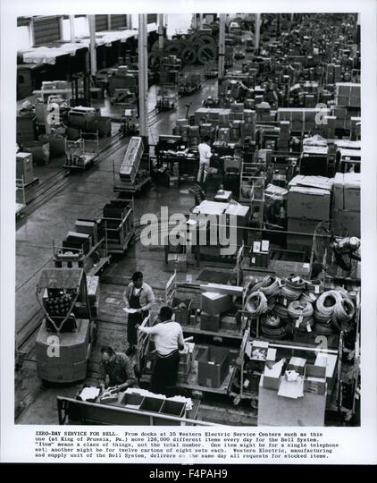 1975 - Zero-Day Service For Bell. From docks at 35 Western Electric Service Centers such as this one (at King of - Stock Image