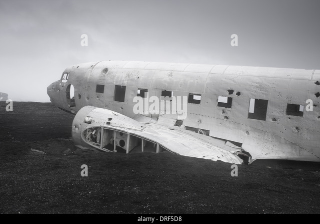 US Navy crashed landed DC-3 on black volcanic sand, Iceland - Stock Image