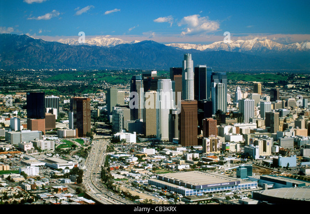 Aerial view of Los Angeles Civic Center with snow on San Gabriel Mountains - Stock-Bilder