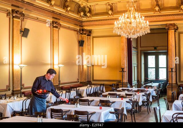 cafe dating hamburg Young celebrity chef tim mälzer and business partner patrick rüther have launched hamburg's new restaurant du jour right in the meatpacking district and near the schanze hood, the restaurant bullerei is located in a former cattle hall.