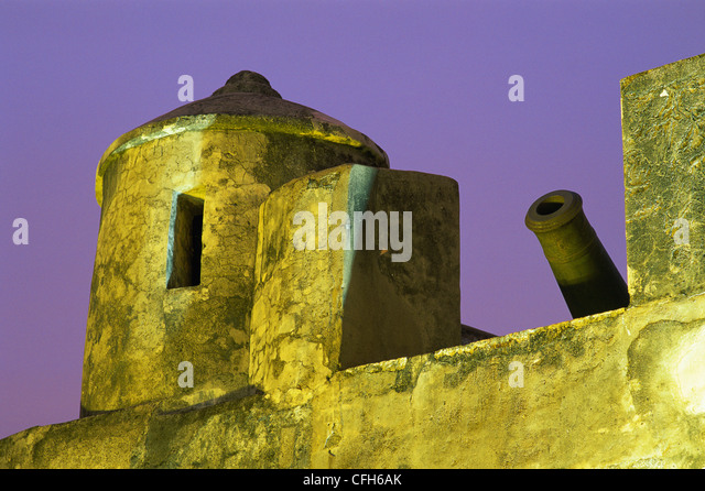 China, Macau, Guard House and Cannon at Monte Fort - Stock Image