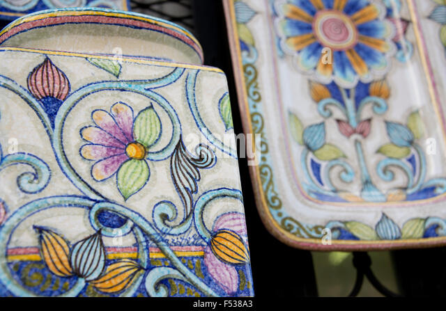 Italy, Orvieto. Detail of traditional Italian hand painted pottery for sale in the narrow streets of Orvieto. - Stock-Bilder