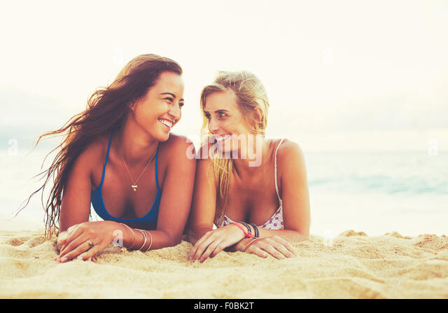Summer Lifestyle, Girls Day at the Beach. Friends Hanging out at the Beach at Sunset - Stock Image