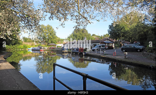 Bridgewater Canal Runcorn in Summer,waterside, Cheshire, England,UK - Stock Image