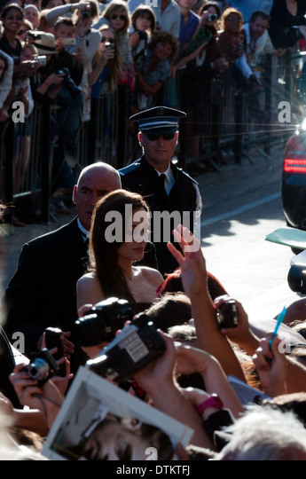Europe, France, Alpes-Maritimes, Cannes film festival. The actress Angelina Jolie signing autographs. - Stock-Bilder