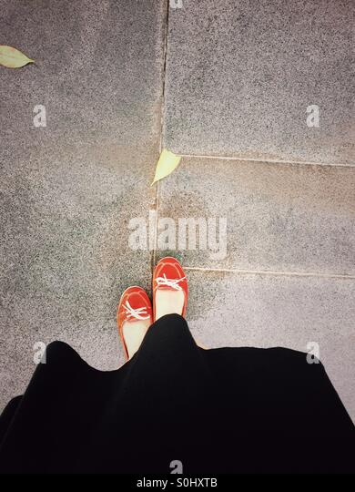 Lady in red shoes - Stock Image