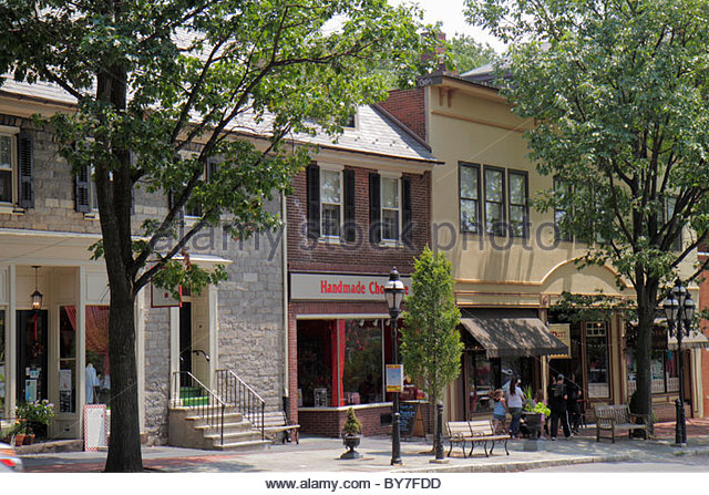 Pennsylvania Bethlehem historic downtown Main Street business store window shopping tree lined street sidewalk bench - Stock Image