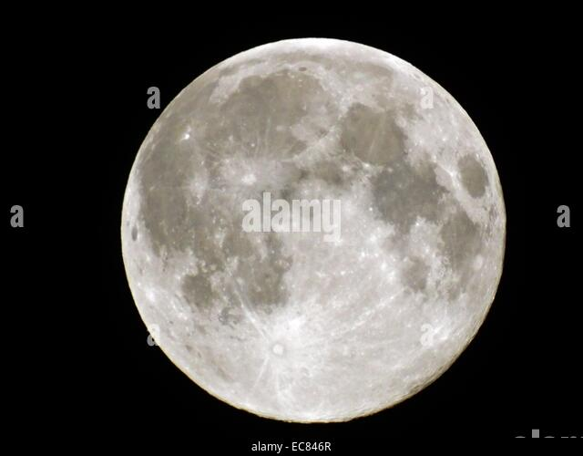 closest moon to earth - photo #37