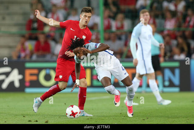 Kielce, Poland. 22nd June, 2017. Krzysztof Piatek (POL) clashes with Nathaniel Chalobah (ENG); UEFA Under21 Championship, - Stock-Bilder