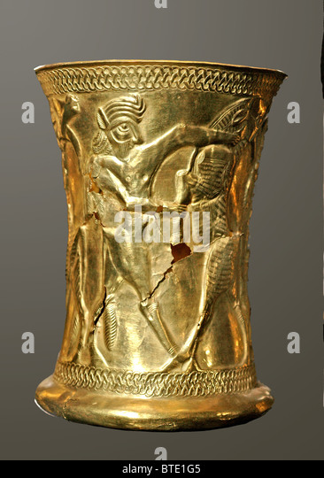 5316. Golden goblet decorated with mythological creatures dating c. 1200 BC. Northern Iran - Stock Image