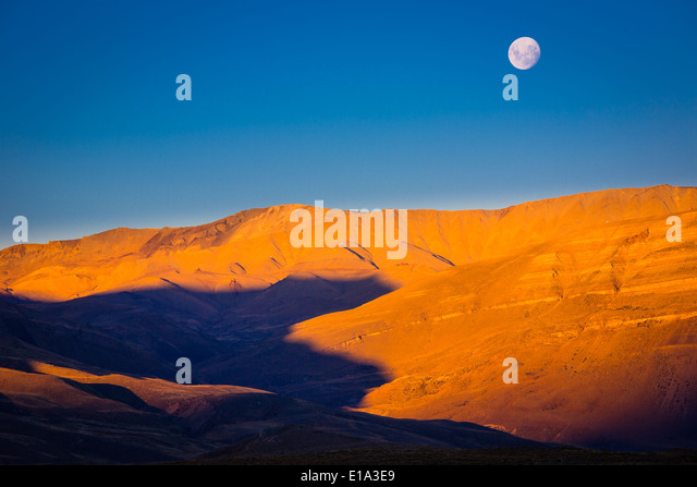 Moonset at Lago Viedma in Patagonia, Argentina. Viedma Lake - Stock Image