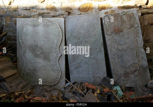 Headstones of British Navy sailors found in a corner of the compound of former British Navy Barracks in Liugong - Stock Image
