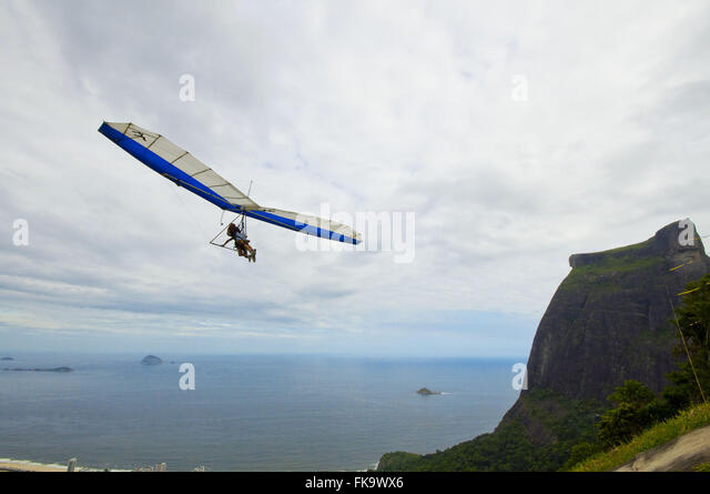 Hang glider flying over the Pedra da Gávea in Tijuca National Park - Stock Image