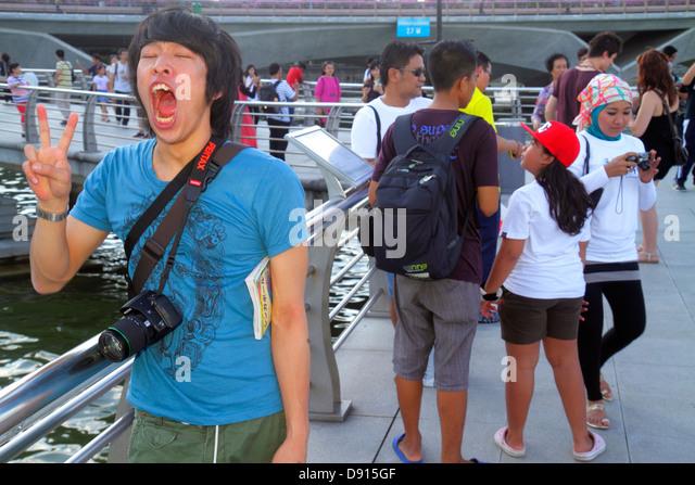 Singapore Singapore River Marina Bay Merlion Park Asian man posing imitating - Stock Image