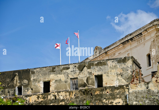 Puerto Rico Fort Castillo de San Cristóbal, Old San Juan showing the exterior walkway and flags - Stock Image