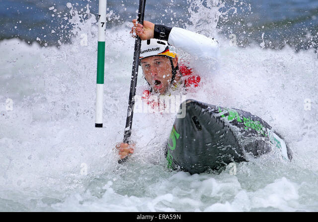 Markkleeberg, Germany. 30th May, 2015. Alexander Grimm of Germany in action during the semi final in the kayak single - Stock-Bilder