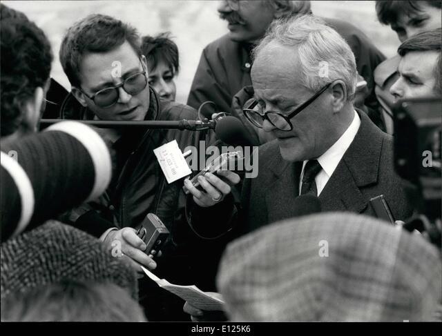 Mar. 03, 1988 - Klosters/Switzerland: Royal Ski Tragedy. Philip Mackie, speaker of Buckingham Palace held a short - Stock Image