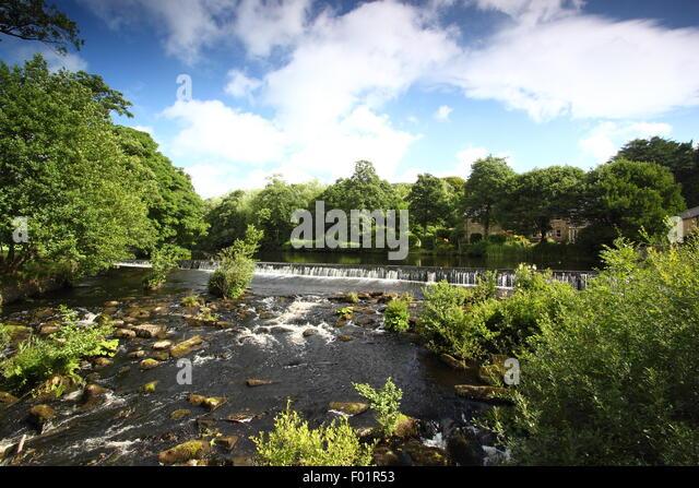 Bamford weir on the River Derwent in Bamford village in the Peak District National Park, Derbyshire, UK - summer - Stock Image