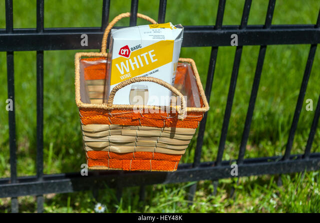 cheap 1L wine in carton box - Stock Image