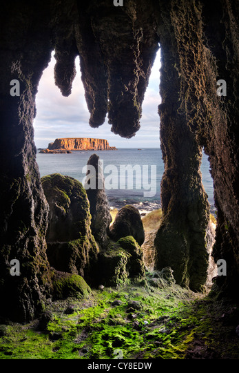 Larrybane Stalactite Cave, Antrim coast. Northern Ireland. - Stock-Bilder