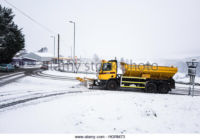 Selkirk, Scottish Borders, UK. 12th January 2017. A snow plough makes it's way onto then A7 road at Selkirk. - Stock-Bilder