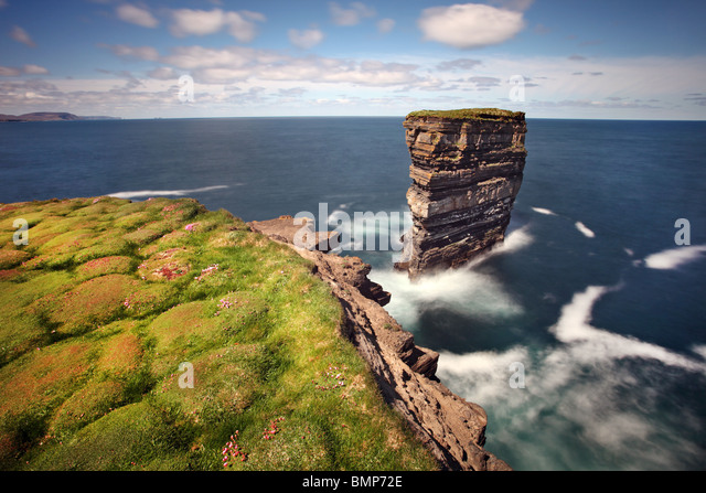 Dun Briste, a spectacular sea-stack stands off  Downpatrick Head,  Co. Mayo. Ireland. - Stock-Bilder