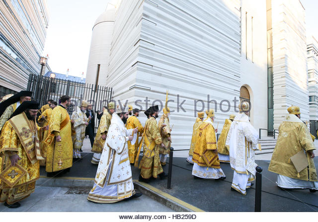 Paris, France. 4th Dec, 2016. Orthodox priests walk around a new Russian cathedral in Paris on December 4, 2016 - Stock Image