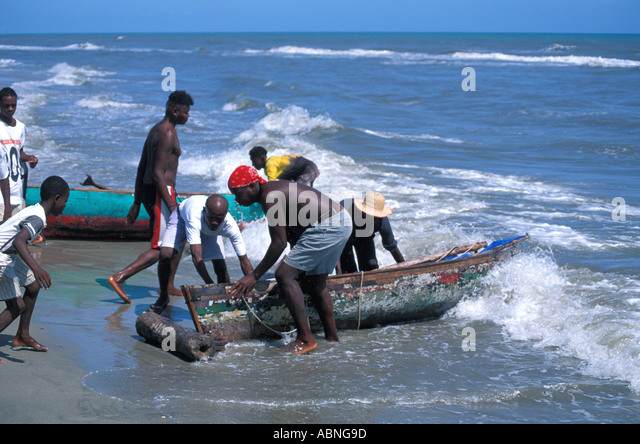 Honduras Garifuna fishing boats landing boats on beach Caribbean coast - Stock Image