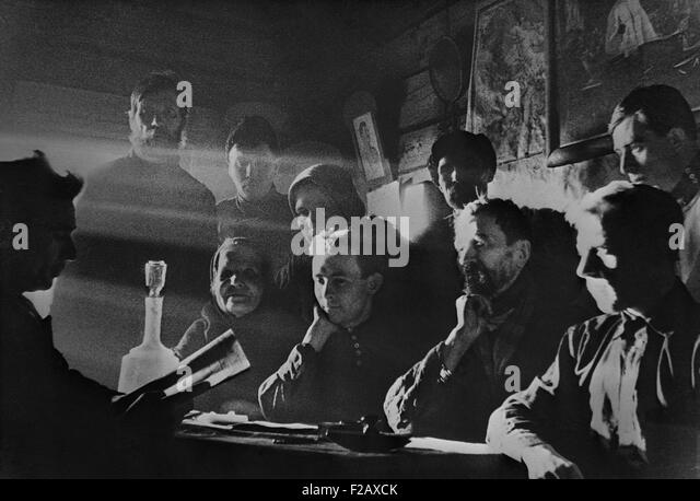 Meeting of the elected management committee of the 'New Life' collective farm. Near Moscow, USSR. Ca. 1935 - Stock-Bilder