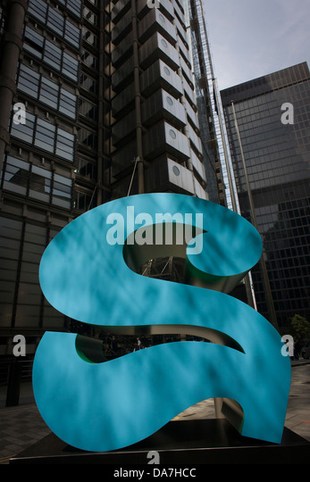The Lloyds Building and a number two, part of an art installation entitled 'One Through Zero (The Ten Numbers)' - Stock Image