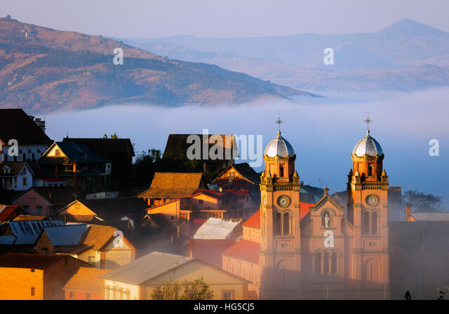 Early morning mist on the Haute Ville old town, Ambozontany Cathedral, Fianarantsoa, central area - Stock Image
