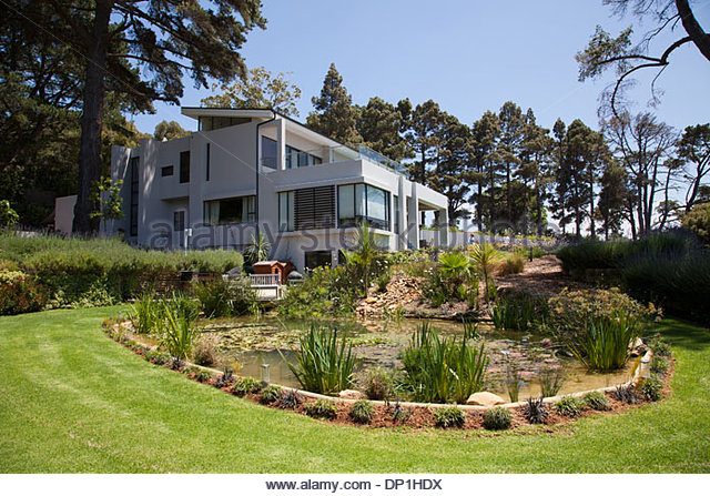 Garden and exterior of modern house - Stock Image