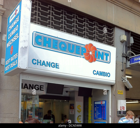 CHEQUEPOINT foreign currncy exchange on Oxford Street, London. Photo Tony Gale - Stock Image