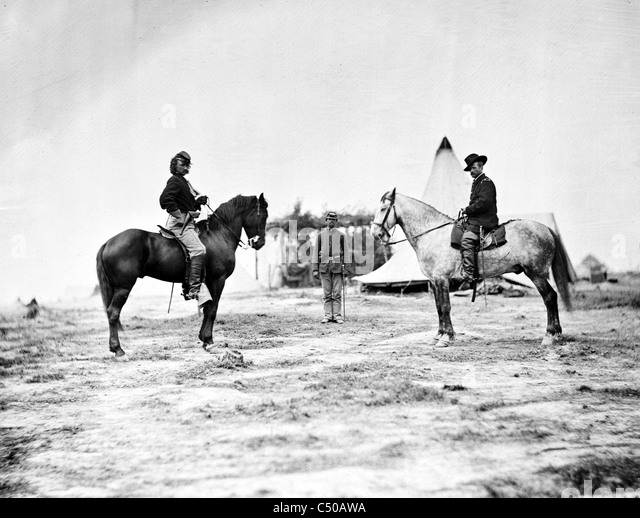 General Custer, George Armstrong Custer and General Alfred Pleasonton on horseback] - Stock Image