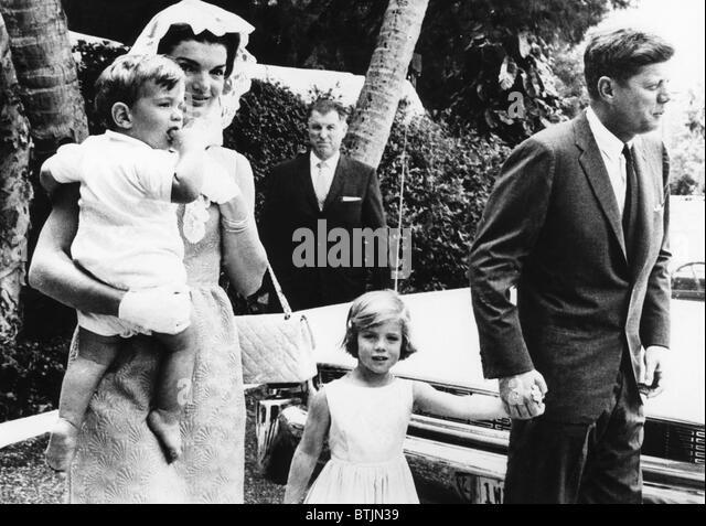Jacqueline Kennedy holding John F. Kennedy Jr., Caroline Kennedy, John F. Kennedy, Palm Beach, Florida, April, 1962. - Stock Image