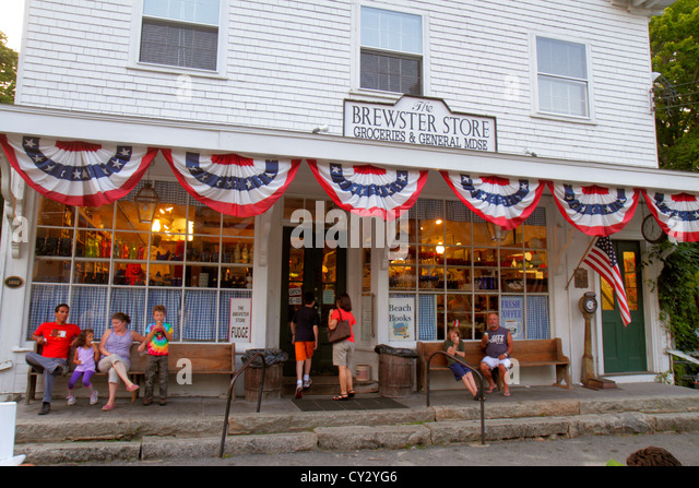 Massachusetts Cape Cod Brewster The Brewster Store groceries general merchandise family eating ice cream front entrance - Stock Image