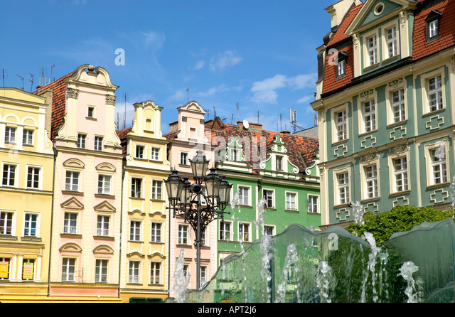 Europe Poland Dolnoslaskie Wroclaw typical buildings fountain foreground Rynek Market Square Old Town - Stock-Bilder